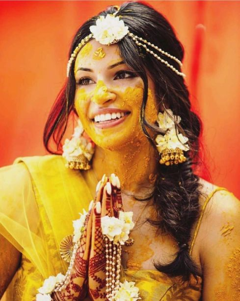 stunning floral jewellery for haldi ceremony