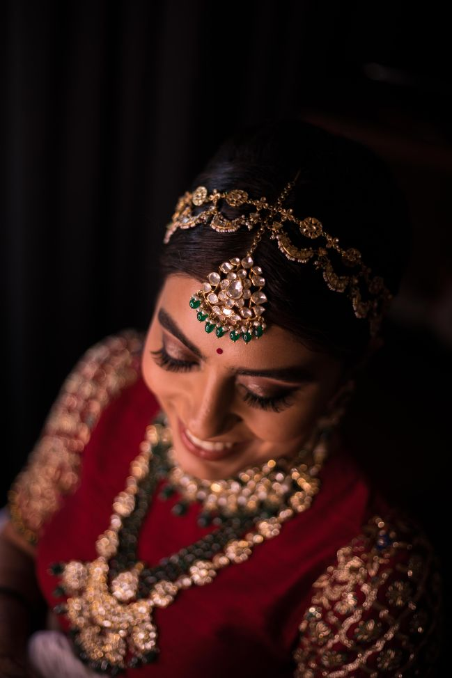 beautiful headpiece of the bride
