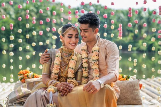 indian couple posing for wedding pictures | wedding in Kerala
