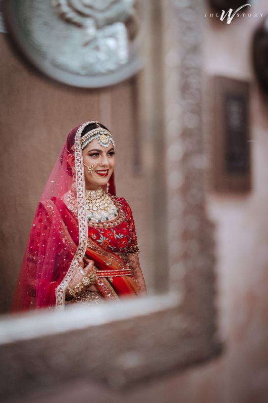Destination Wedding in Jaipur | indian bride posing for pictures