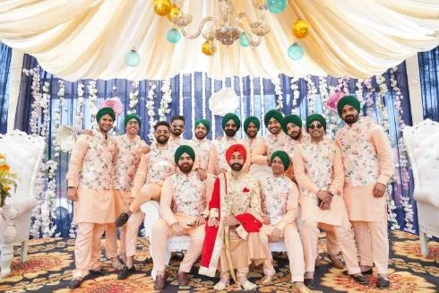 photo with groomsmen | coordinated outfits for the groomsmen | Surprise Proposal