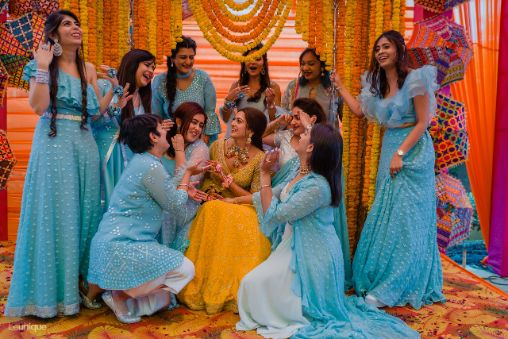brides brother and sisters   photography ideas