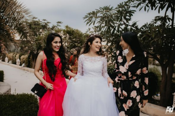 bride with her bffs | indian weddings