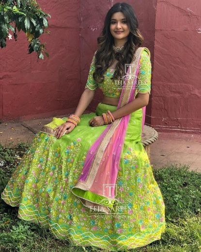 solid green coloured lehenga for indian bridesmaid and sister of the bride outfits indian wedding sister of the bride outfits 2020 wedding #wittyvows #indianwedding #indianbridesmiad #lehenga #bluelehenga #lehengadesigns #trendinglehenga #weddings #indianwedding2020 #neonlehnga #mehenndioutfit
