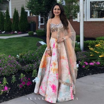 indian desginer lehenga for sister fof the bride | indian designer lehenga styles 2020 | akansha gajaria lehenga #wittyvows #indianwedding #lehenga