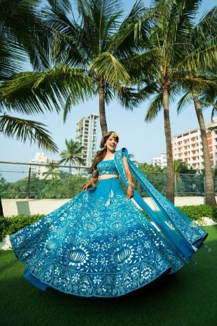 twirling bride | bride in pretty blue lehnga for her mehendi day