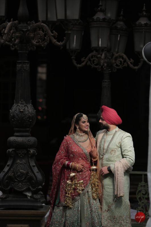 candid couple capture   indian wedding photography
