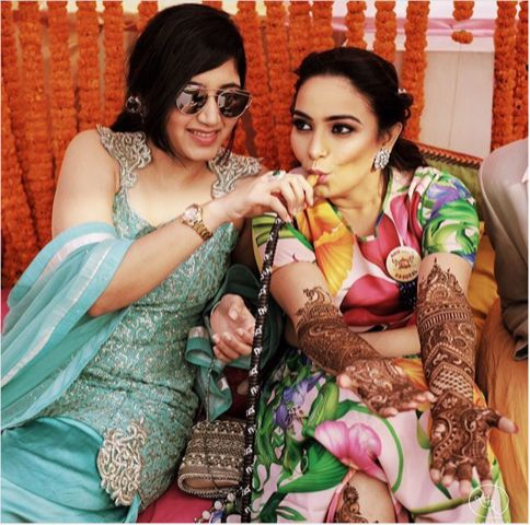indian sheesha bride | indian bridesmaid with sheesha | indian wedding bridesmaid duties that should be done by your bff | eating with your best friend | bridesmaids duties Indian Bridesmaids | wittyvows |#indianwedding #indianbridesmaid #bridesmaids