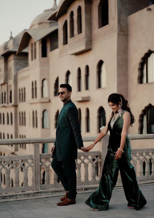 couple photo pre wedding trend