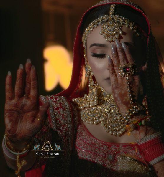 indian brides photo shoot |Bride in Anita Dongre Lehenga
