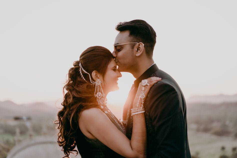 indian bridal mehendi hairstyle | couple shoot pises