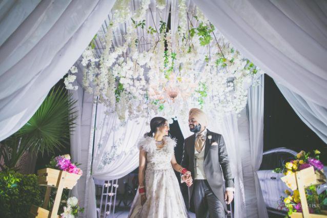 couple entry ideas | Stunning Reception Look
