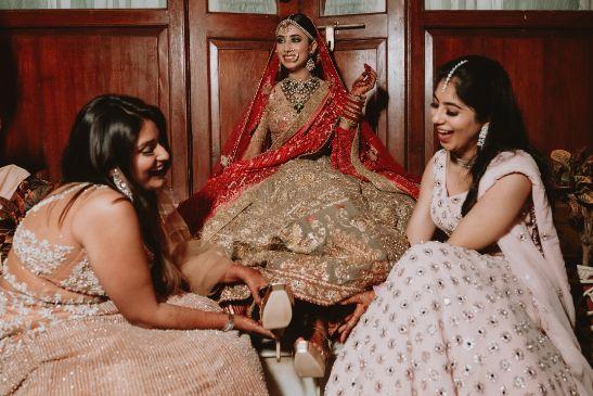 brides photo with bff's | Destination Wedding in Udaipur