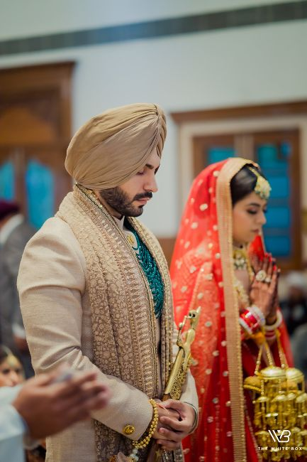 bride and groom at anand karaj ceremonya