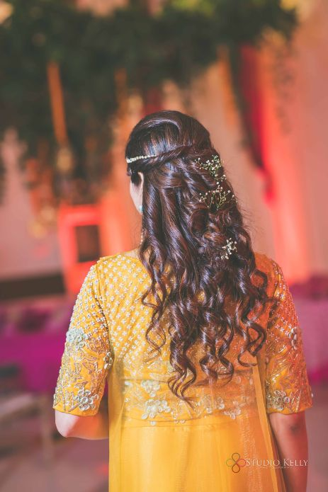 brides hairstyle for mehendi day