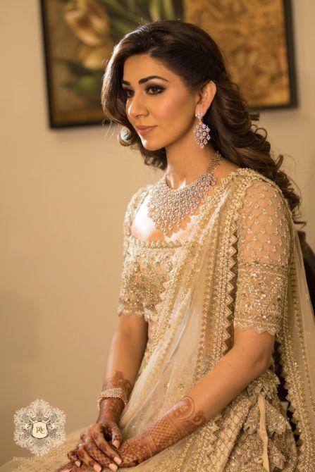 indian bridal jewellery for engagement day | Mirror Work Lehenga for Mehendi