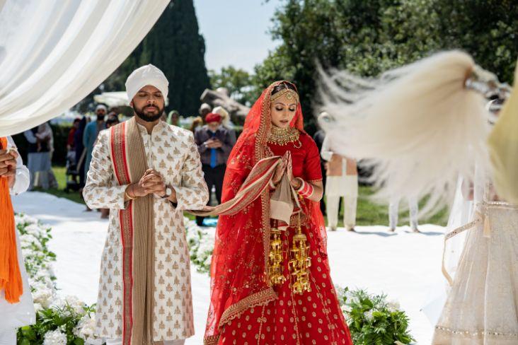 phera cermeony in indian wedding | indian couple photoshoot | indian bridal portrait | red chooda bridal wear accessories | Destination wedding in Italy & Red Sabyasachi lehenga sikh wedding nri indian weddings #wittyvows #indianbride