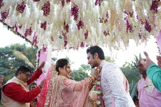 varmala ceremony | indian wedding diaries | Prettiest Mumbai Wedding