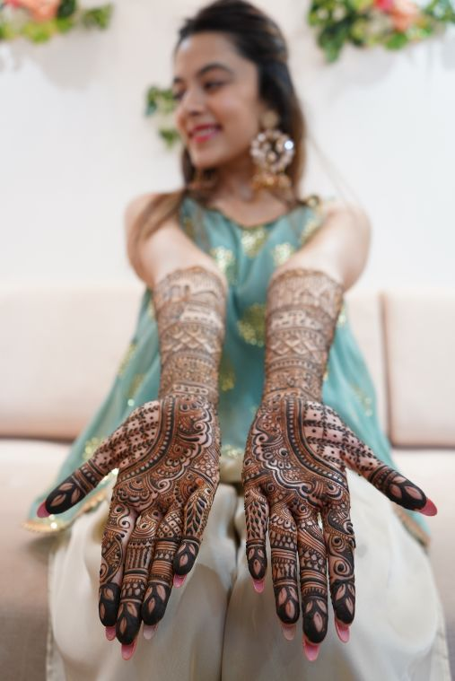 traditional mehendi designs for a bride