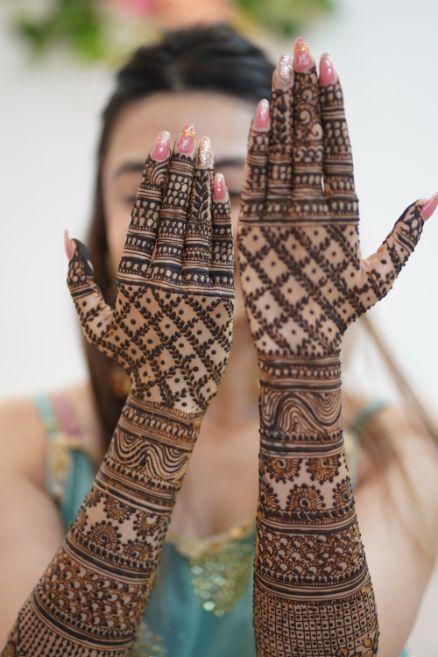 bridal mehendi poses   indian wedding rituals