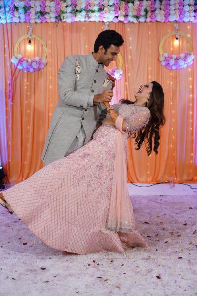 couple dance | couple poses | indian wedding