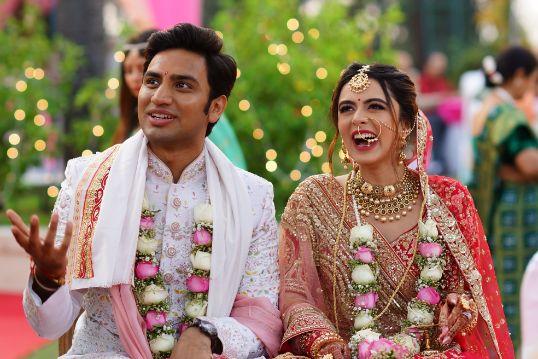 stunning varmala for the couple | Prettiest Mumbai Wedding