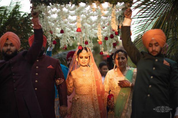 bridal entry ideas under aphoolon ki chadar
