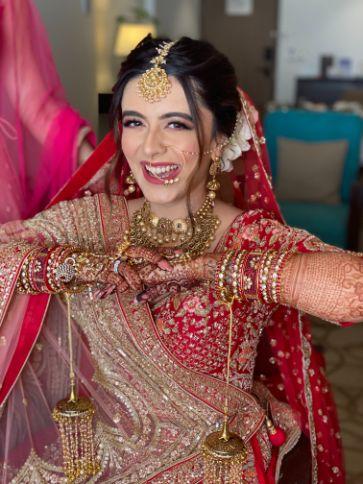 candid bridal photoshoot | stunning bridal mehendi | Prettiest Mumbai Wedding