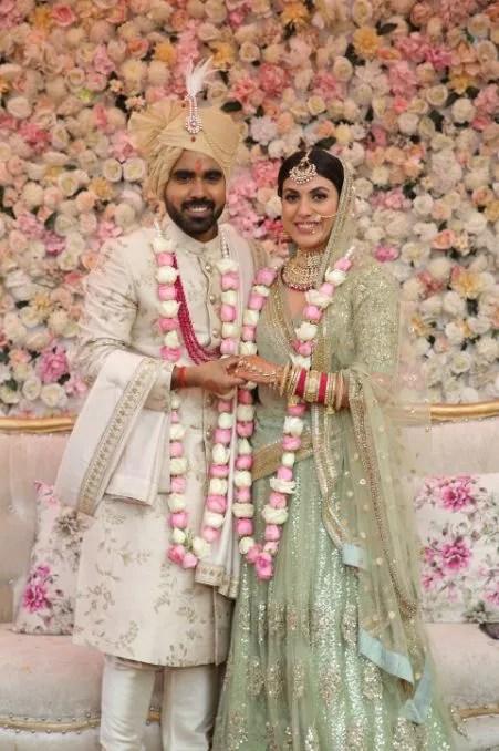 varmala moments | jai mala | pastel varmala | close of indian bride | indian bridal jewllerey | wittyvows | chooda designs | nude makeup look destination wedding