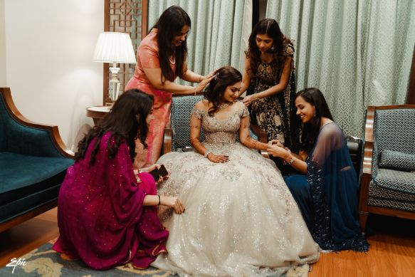 photo with bridesmaids | getting ready photos