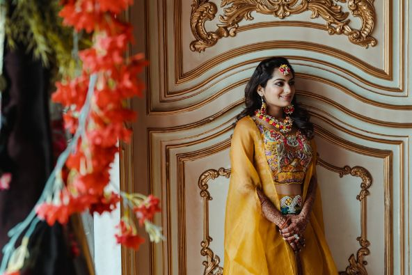 indian bridal hairstyle for the haldi day
