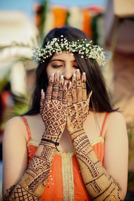 mehendi look   henna designs   bridal seat in flowers   summer wedding   delhi wedding