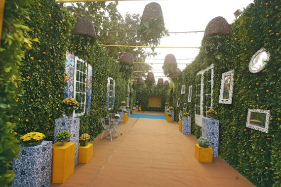indian wedding decor ideas , decor trends , ndian couple kissing | indian wedding , wittyvows , wedding blog , Gujarati wedding wedding decor Moroccan theme mehendi mehendi decor