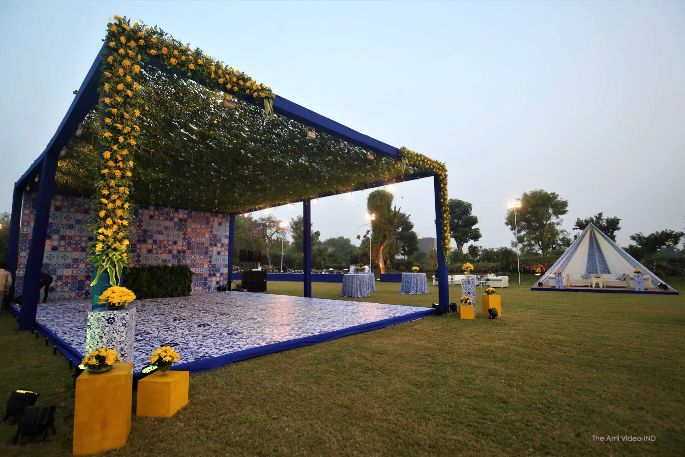 indian ideas , trends , indian couple kissing | indian wedding , wittyvows , wedding blog , wedding decor Moroccan theme mehendi mehendi decor