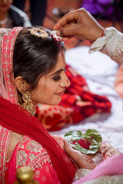 saath phera moment | inidnan birdal portrait | red lehenga | red chooda | delhi wedding , summer wedding , mehendi look