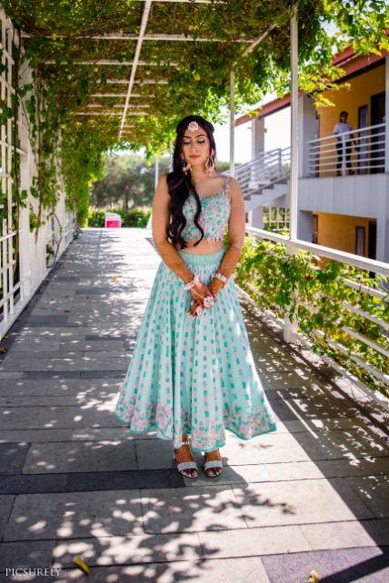 mehendi outfit , indian wedding , india bride , wittyvows , weddings , goa wedding , destination wedding | wedding in Goa | beachside mandap | mehndi look ,mehndi