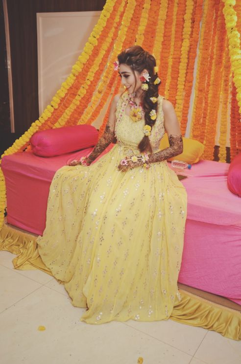 , floral jewellery, haldi mehendi outfit , indian punjabi Wedding , weddings 2020 , red lehenga , pastel wedding | engagement lehenga | lehenga in red