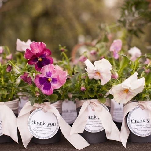 Flowers for your wedding guests | Wedding favors in 2020 | Sustainable weddings