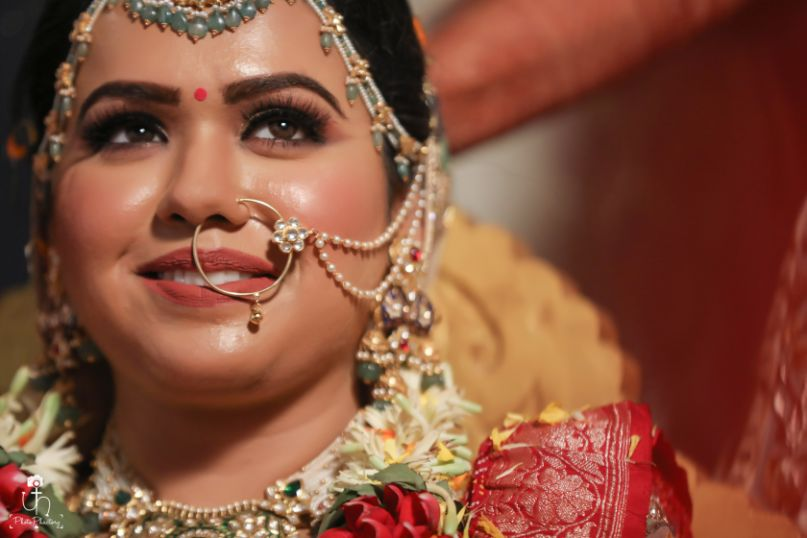 candid wedding photography | indian bridal jewellery | Beach Wedding in Alibaugh