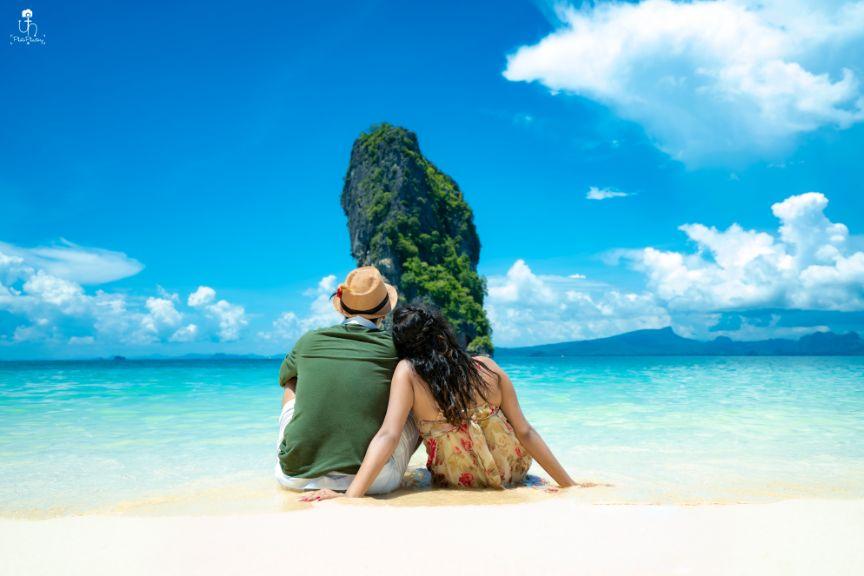 leaning on shoulder photos | Beach Wedding in Alibaugh