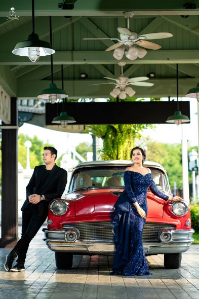 vintage car | pre wedding shoot in trend