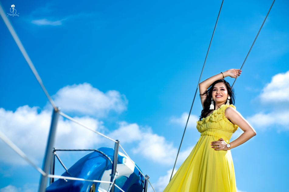 gorgeous pre wedding shoot on a boat