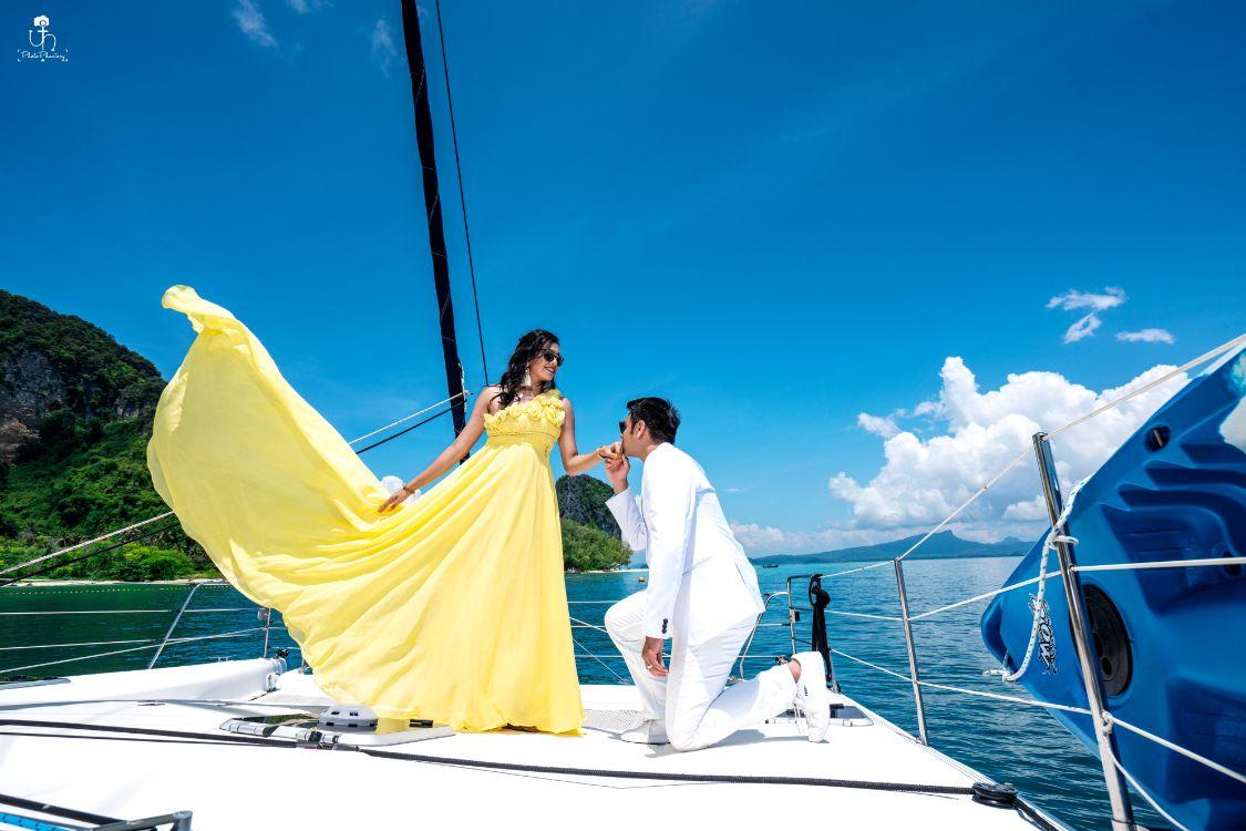 beautiful pre wedding shoot on a boat