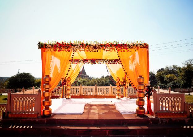 mandap decor ideas | Wedding in  Orchha with a Reception Lehenga to Drool Over