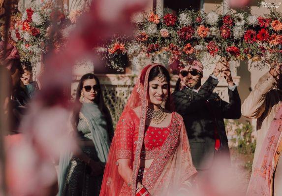 beautiful phoolon ki chhadar | indian wedding