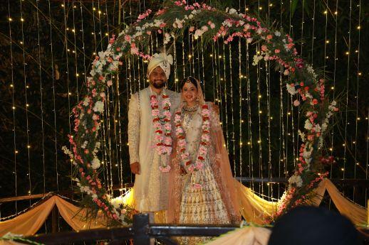 indian wedding | mandap decor | couple photography | varmala ideas | Intimate Wedding in Jim Corbett