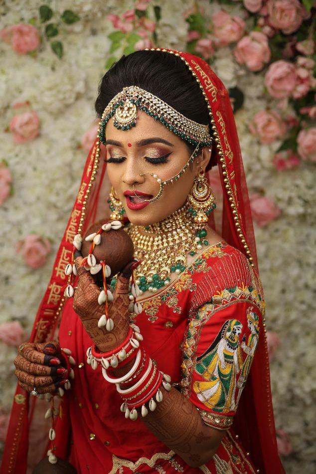 bridal portraits , wedding isnpiration , indian wedding , bridal henna , red lehenga , indian wedding blog , Gujarati wedding   fairytale reception   wedding cake