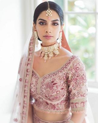 Pastel bride | Minimal bridal look | Choker