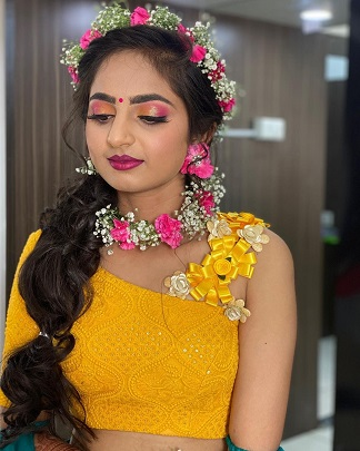 Flower jewellery | Yellow mehendi look | Indian bridal look