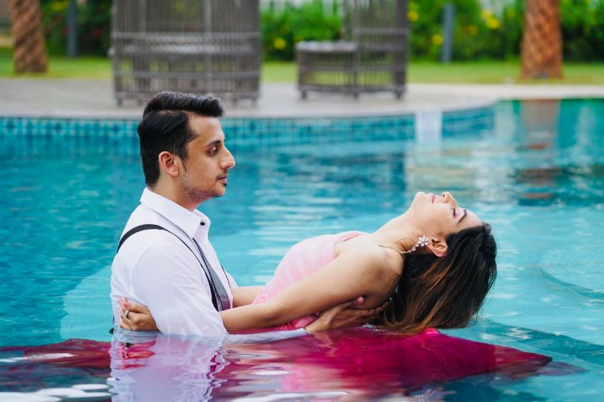 real indian wedding , Pre wedding shoot themes | underwater proposal | proposal shoot